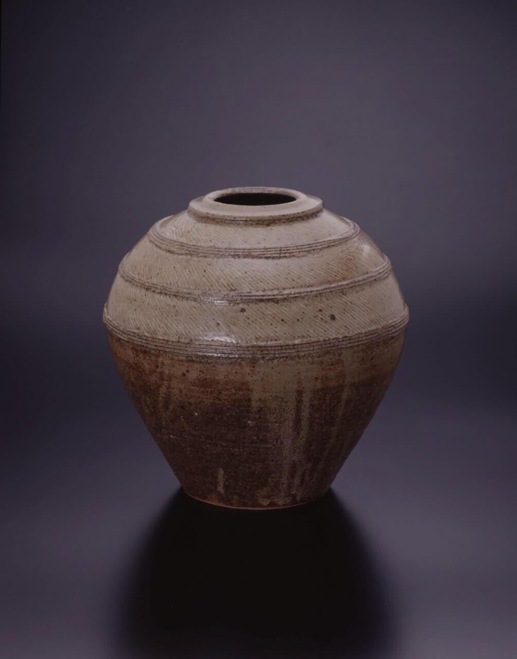 島岡達三《地釉象嵌縄文壷》