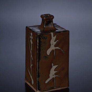 濱田庄司《柿釉抜絵角瓶》